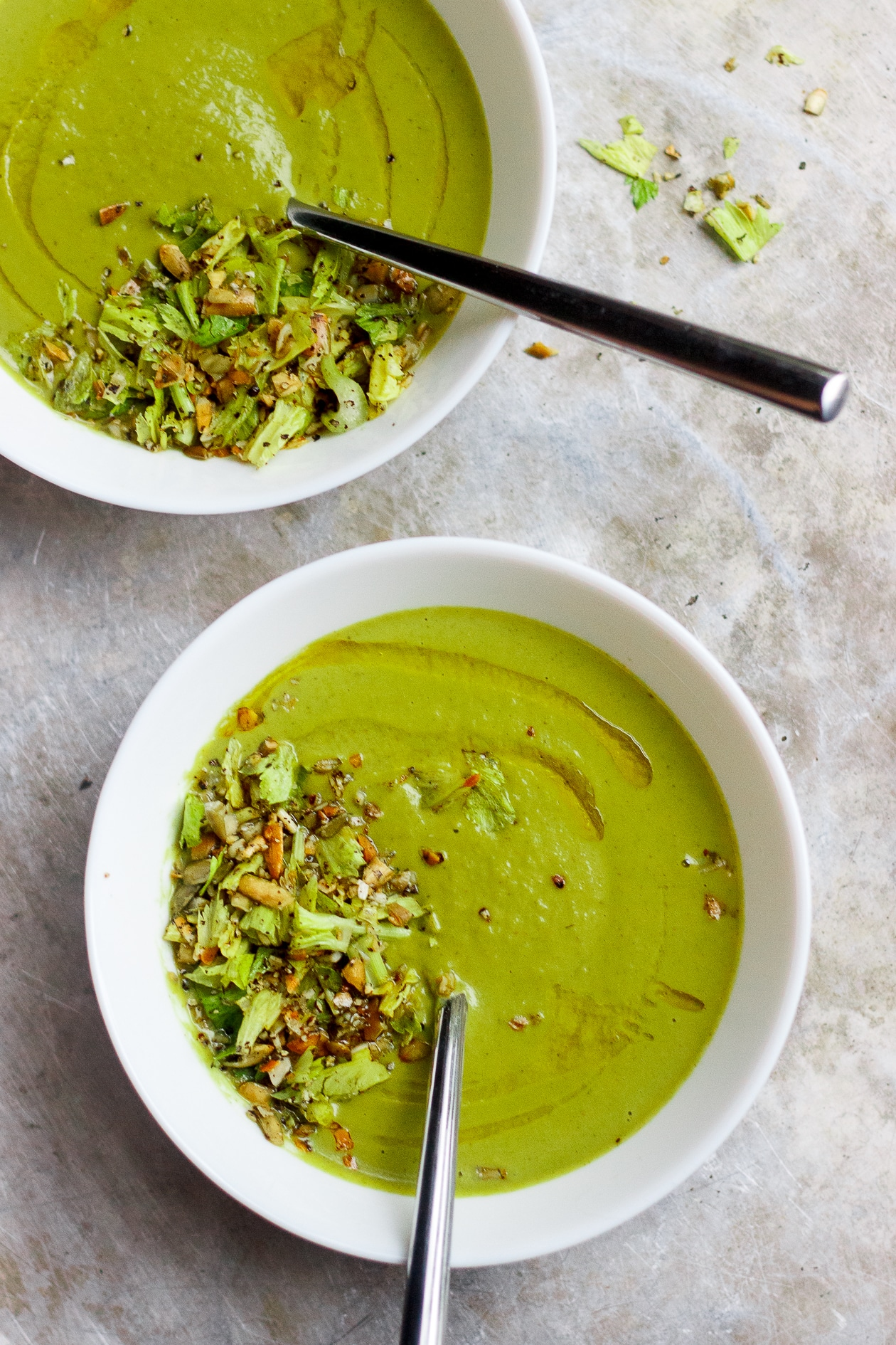 Roasted Broccoli Fennel Soup with Dukkah | Smooth, creamy, vegan and gluten-free roasted broccoli fennel soup topped with dukkah. A delicious, healthy, broccoli soup alternative.