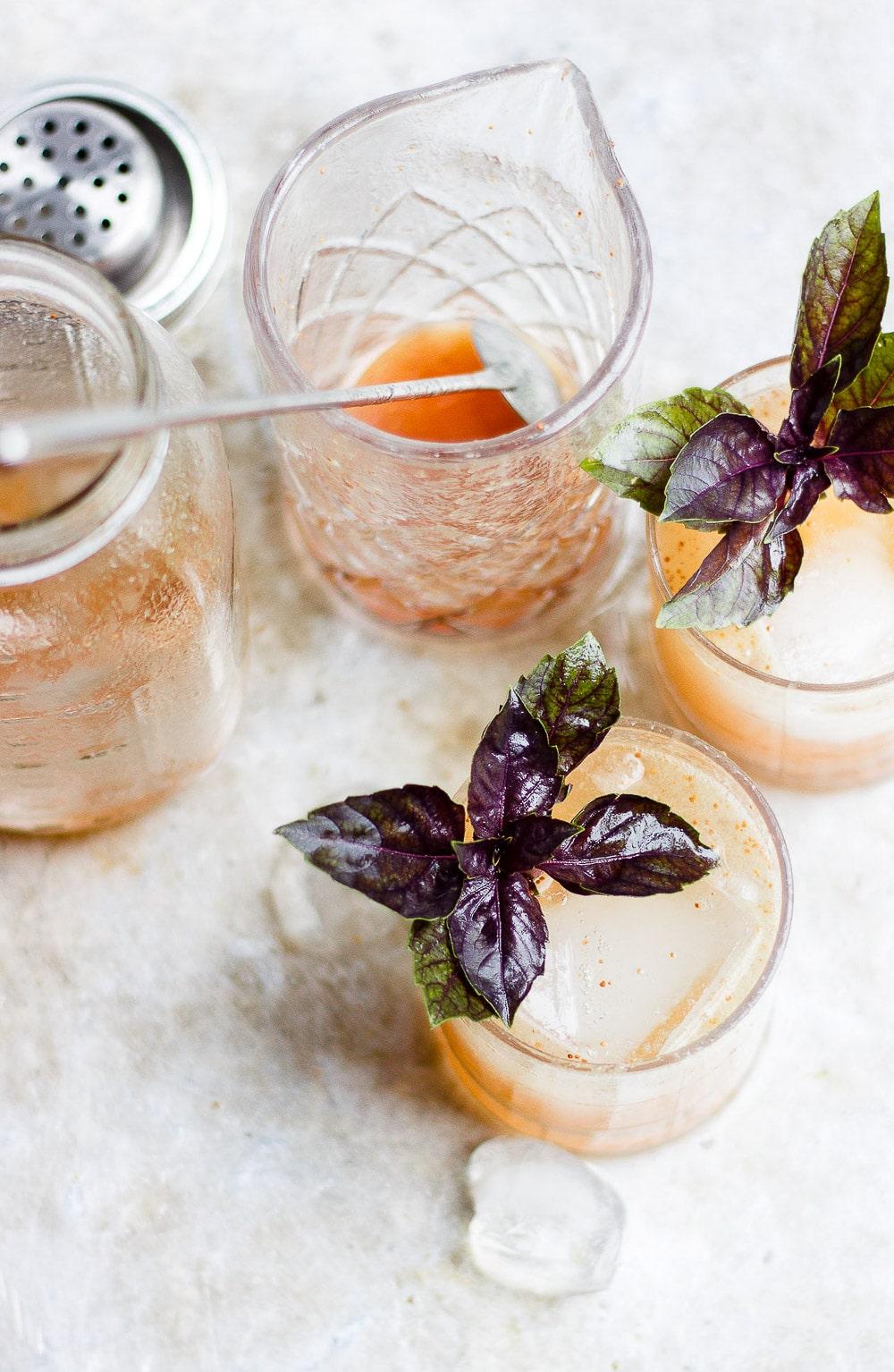 basil fig vodka smash