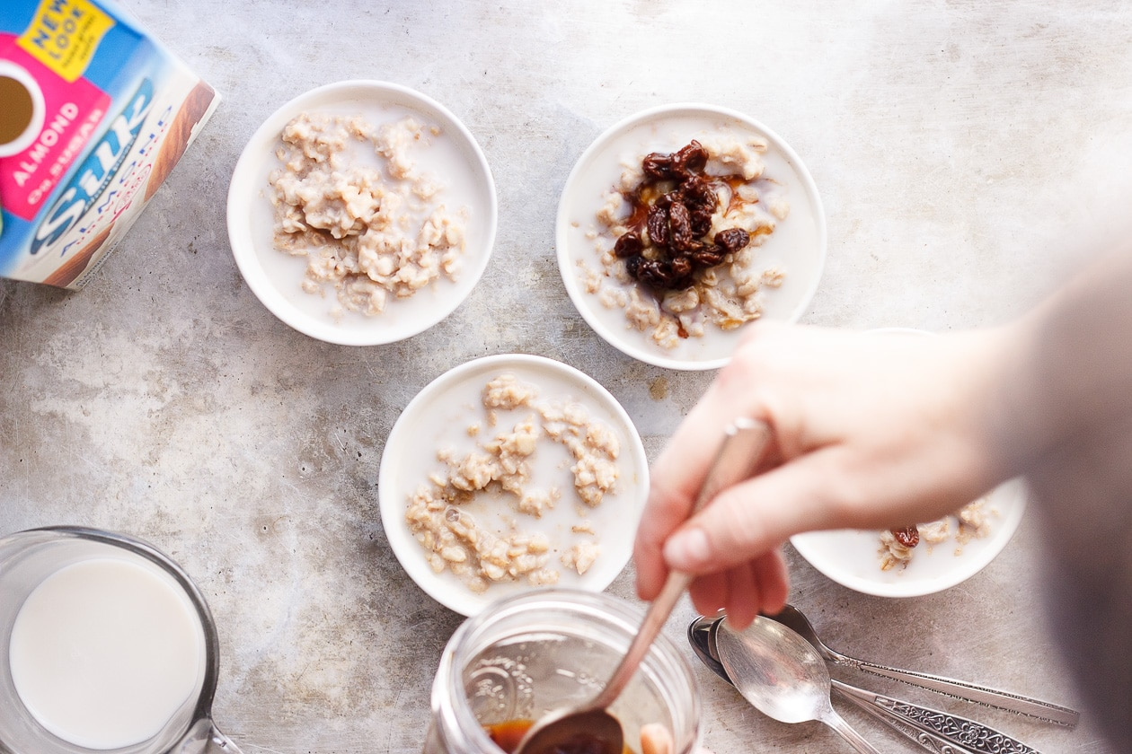 Basic Overnight Oats with Black Tea Soaked Raisins | A simple and classic basic overnight oats recipe with a flavor-packed topping of black tea soaked raisins. Naturally vegan, gluten and refined-sugar free.