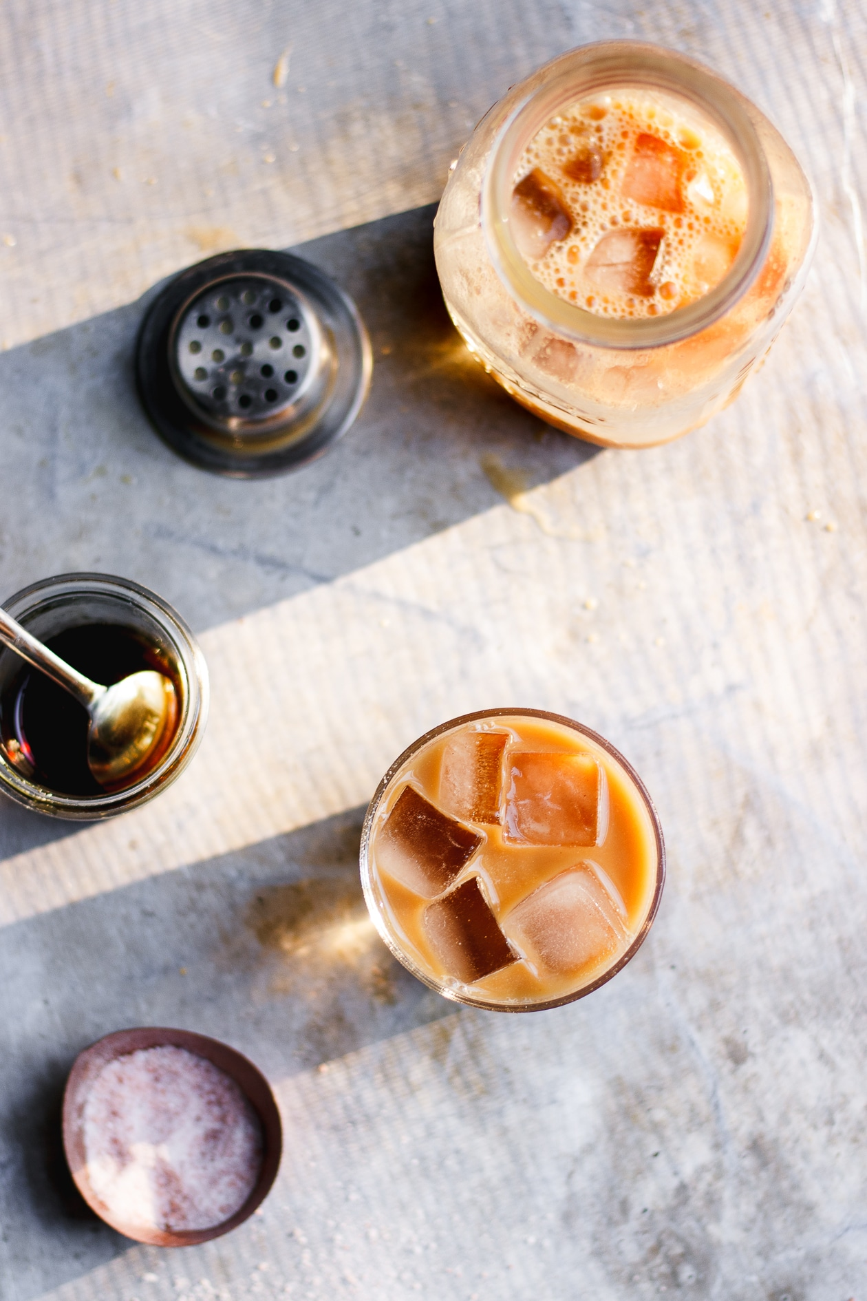 Fake Coffee Cold Brew with Maple + Pink Himalayan Salt | Fake Coffee, an herbal blend of organic cacao, chicory, dandelion root and cinnamon. Fake Coffee cold brew with a touch of maple syrup and pinch of salt.