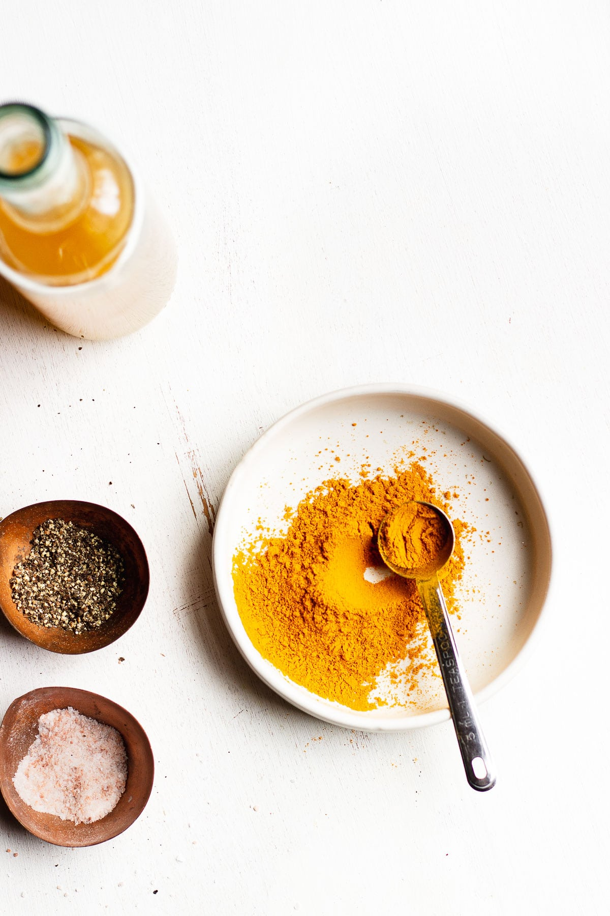 turmeric and black pepper spices