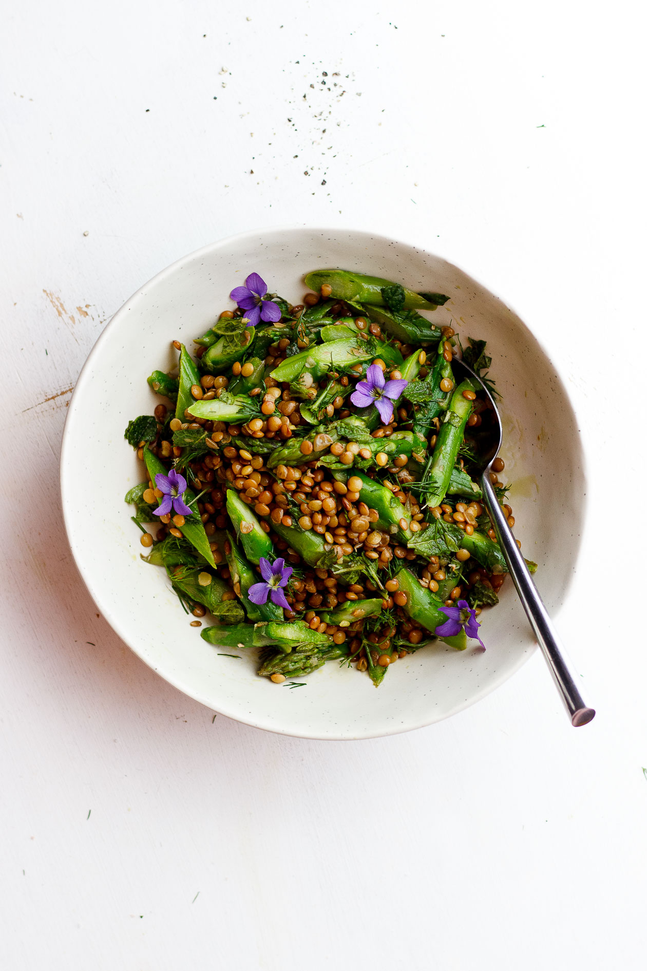 ASPARAGUS LENTIL SALAD WITH HEMP SEED OIL