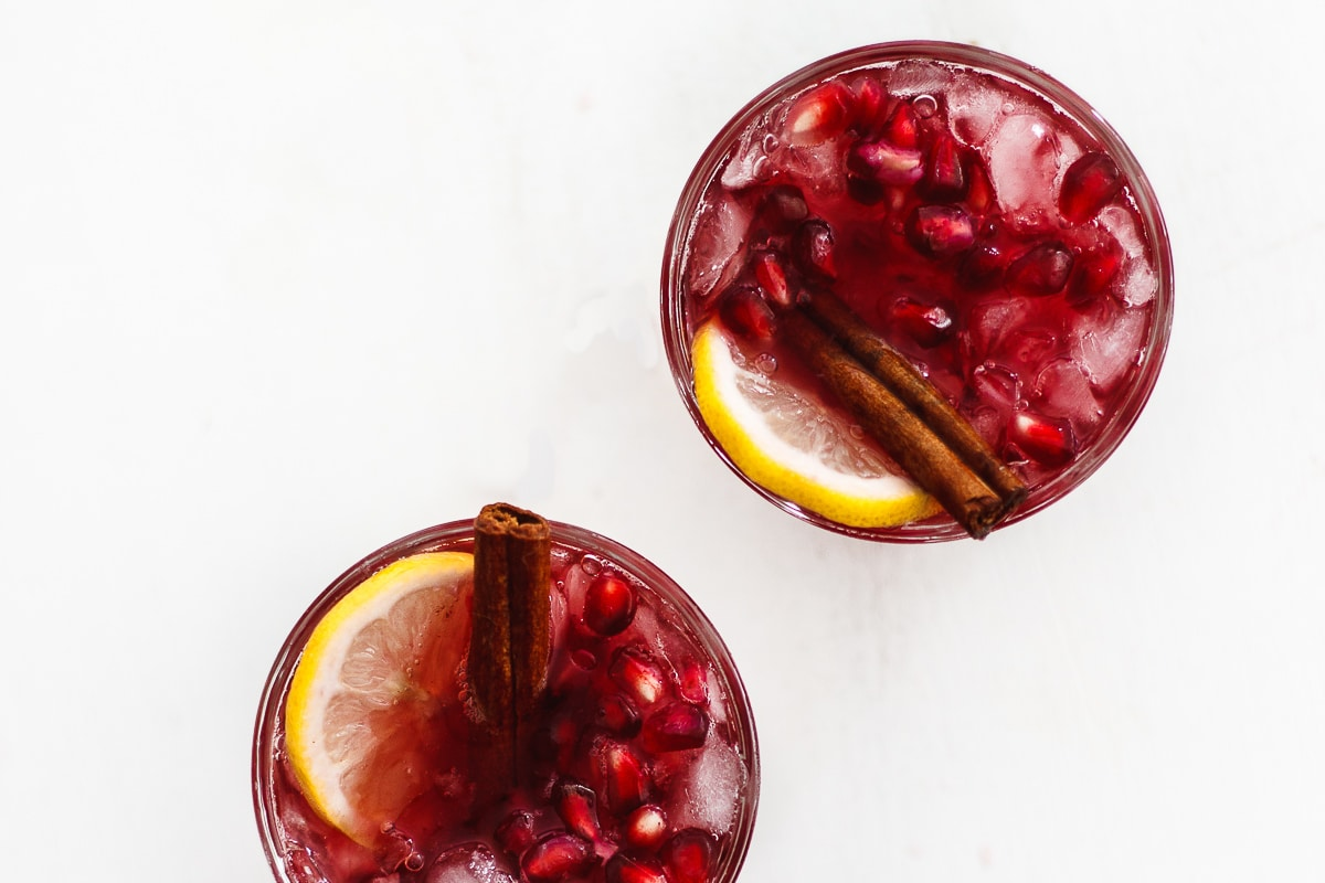 Sweet Tea Sangria with Cinnamon and Pomegranate | Sweet tea sangria lightly spiced with cinnamon and flavored with bright notes of pomegranate and citrus. A four ingredient, beautiful and festive sangria. #holidaysangria #sweetteasangria